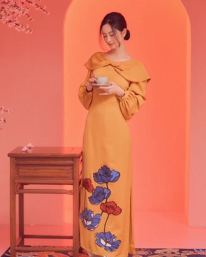 Bạn gái Đức Chinh xinh đẹp đón Tết, Hòa Minzy gợi cảm đầu xuân - ảnh 17