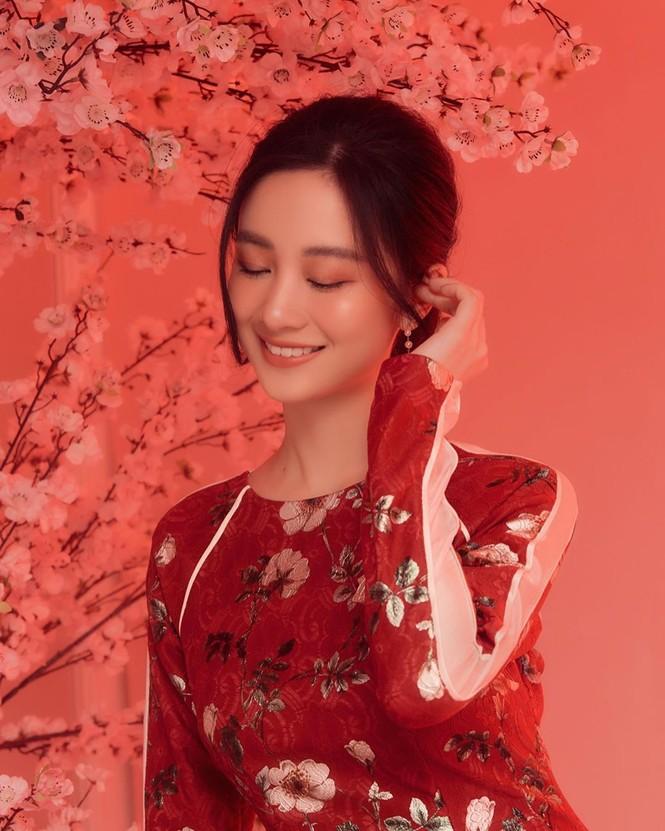 Bạn gái Đức Chinh xinh đẹp đón Tết, Hòa Minzy gợi cảm đầu xuân - ảnh 8