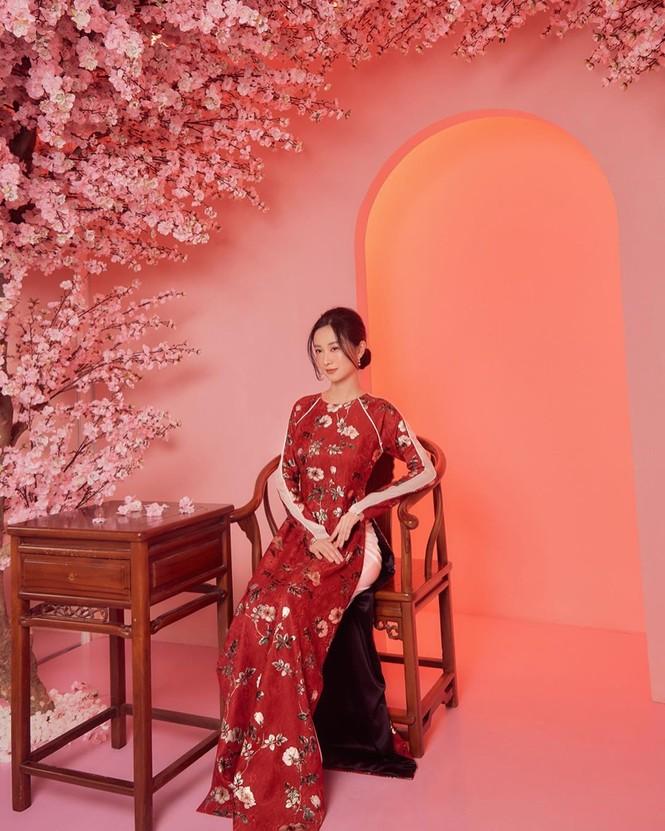 Bạn gái Đức Chinh xinh đẹp đón Tết, Hòa Minzy gợi cảm đầu xuân - ảnh 11