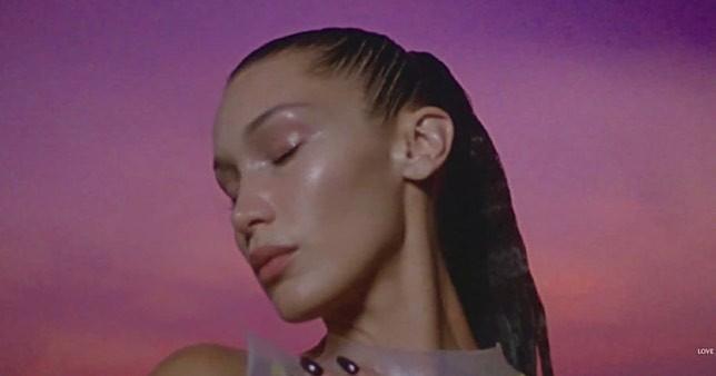 Bella Hadid bán nude rực lửa thanh xuân - ảnh 8
