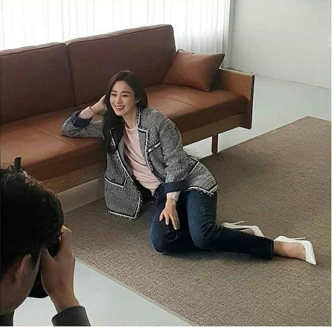 Kim Tae Hee đẹp như nữ thần ở tuổi 39 - ảnh 12