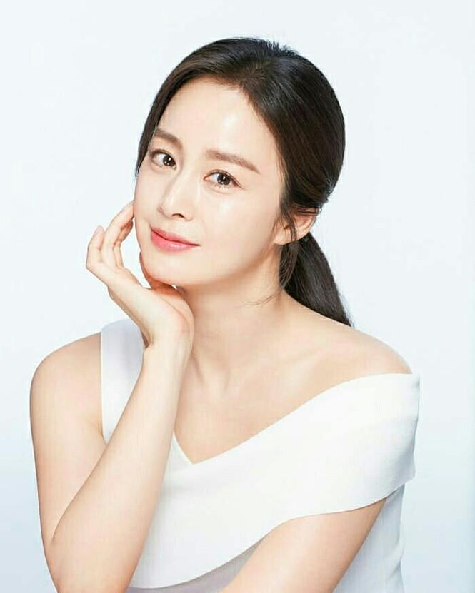 Kim Tae Hee đẹp như nữ thần ở tuổi 39 - ảnh 4