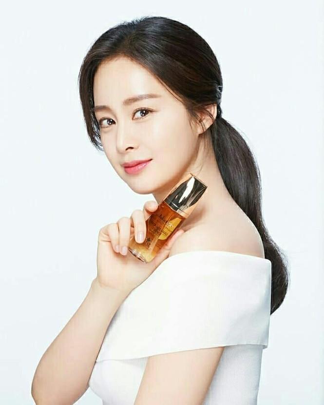 Kim Tae Hee đẹp như nữ thần ở tuổi 39 - ảnh 5