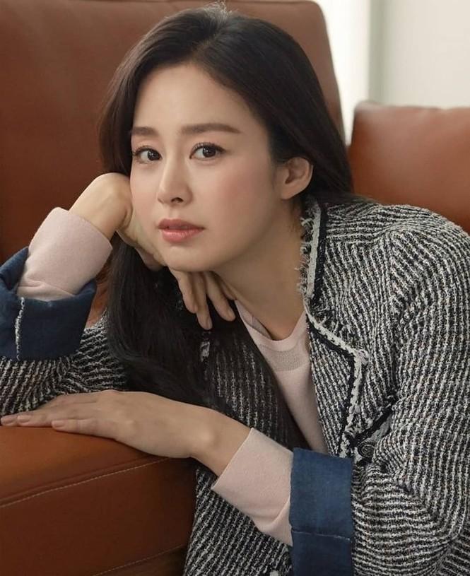 Kim Tae Hee đẹp như nữ thần ở tuổi 39 - ảnh 6