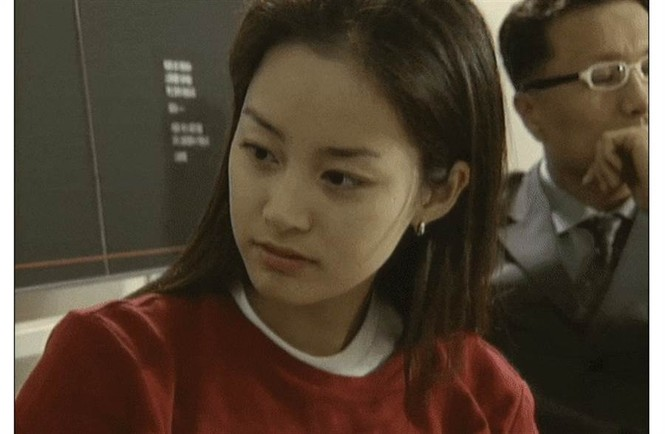 Kim Tae Hee đẹp như nữ thần ở tuổi 39 - ảnh 17