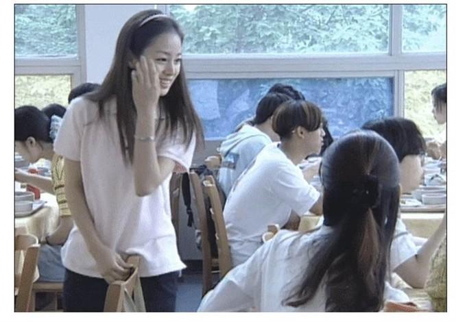 Kim Tae Hee đẹp như nữ thần ở tuổi 39 - ảnh 18