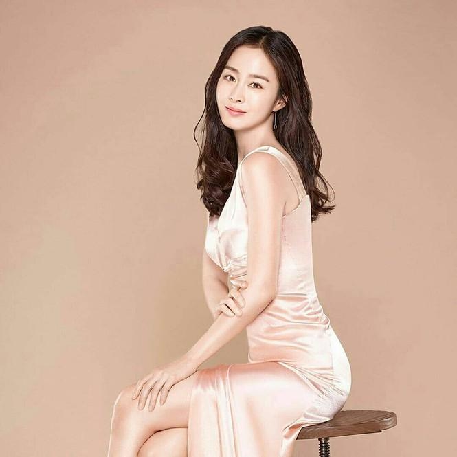 Kim Tae Hee đẹp như nữ thần ở tuổi 39 - ảnh 1