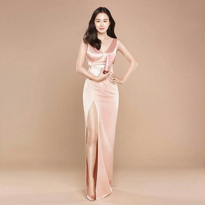 Kim Tae Hee đẹp như nữ thần ở tuổi 39 - ảnh 2