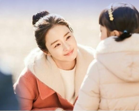 Kim Tae Hee đẹp như nữ thần ở tuổi 39 - ảnh 16