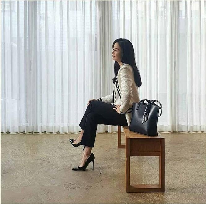 Kim Tae Hee đẹp như nữ thần ở tuổi 39 - ảnh 9