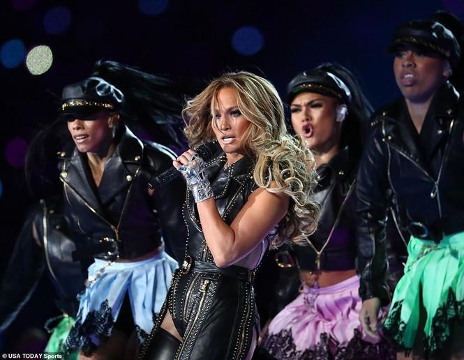 Jennifer Lopez 50 tuổi múa cột mặc bốc lửa nhảy sung ở Miami - ảnh 11