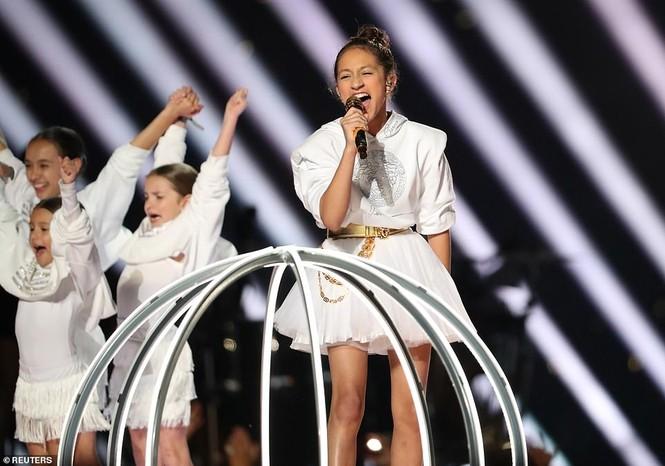 Jennifer Lopez 50 tuổi múa cột mặc bốc lửa nhảy sung ở Miami - ảnh 10