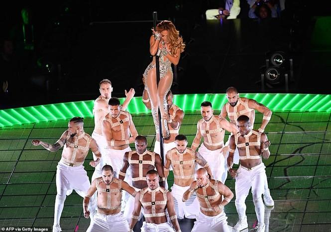 Jennifer Lopez 50 tuổi múa cột mặc bốc lửa nhảy sung ở Miami - ảnh 4