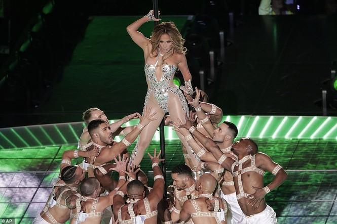 Jennifer Lopez 50 tuổi múa cột mặc bốc lửa nhảy sung ở Miami - ảnh 5