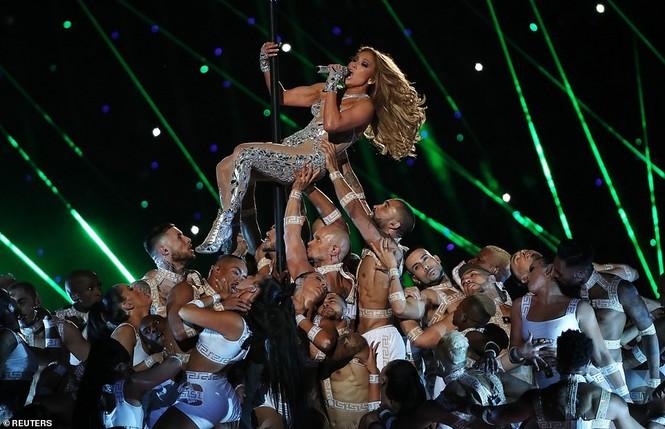 Jennifer Lopez 50 tuổi múa cột mặc bốc lửa nhảy sung ở Miami - ảnh 6