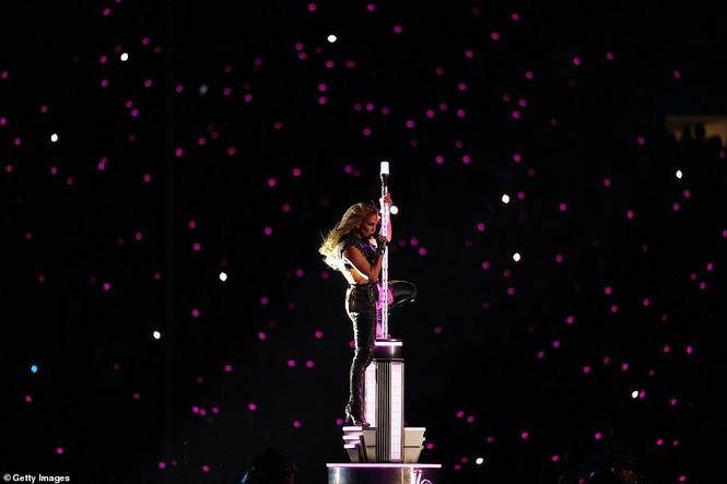 Jennifer Lopez 50 tuổi múa cột mặc bốc lửa nhảy sung ở Miami - ảnh 7