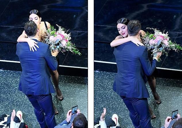 Bạn gái Ronaldo táo bạo khoe ngực đầy, hôn bạn trai ngọt ngào - ảnh 23