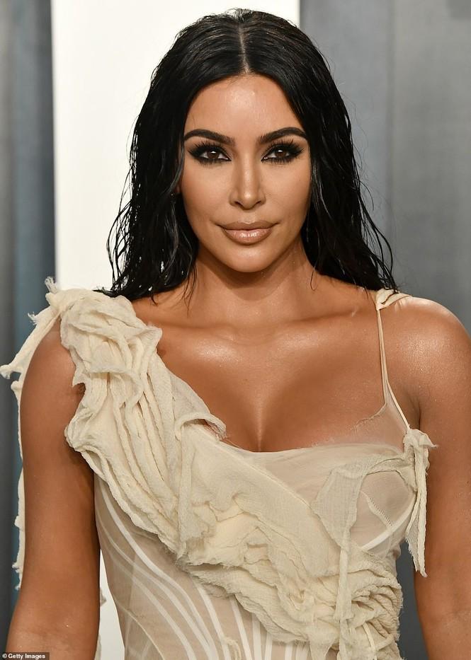 Mặc váy rách te tua, Kim siêu vòng ba vẫn nóng bỏng hút mắt - ảnh 4