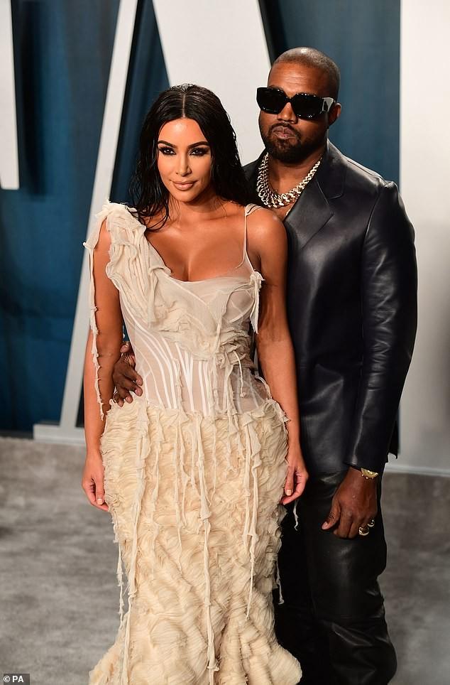 Mặc váy rách te tua, Kim siêu vòng ba vẫn nóng bỏng hút mắt - ảnh 9