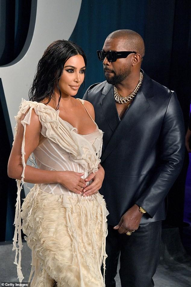 Mặc váy rách te tua, Kim siêu vòng ba vẫn nóng bỏng hút mắt - ảnh 8