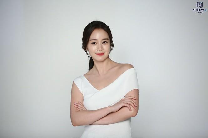 Kim Tae Hee trẻ đẹp như ở tuổi đôi mươi dù sắp tứ tuần - ảnh 11