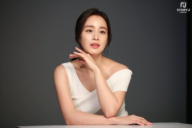Kim Tae Hee trẻ đẹp như ở tuổi đôi mươi dù sắp tứ tuần - ảnh 7