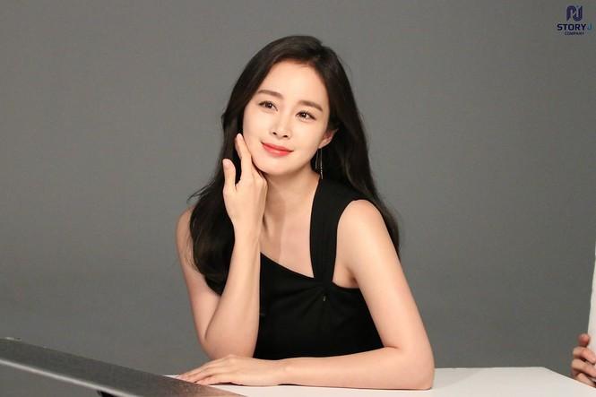 Kim Tae Hee trẻ đẹp như ở tuổi đôi mươi dù sắp tứ tuần - ảnh 1