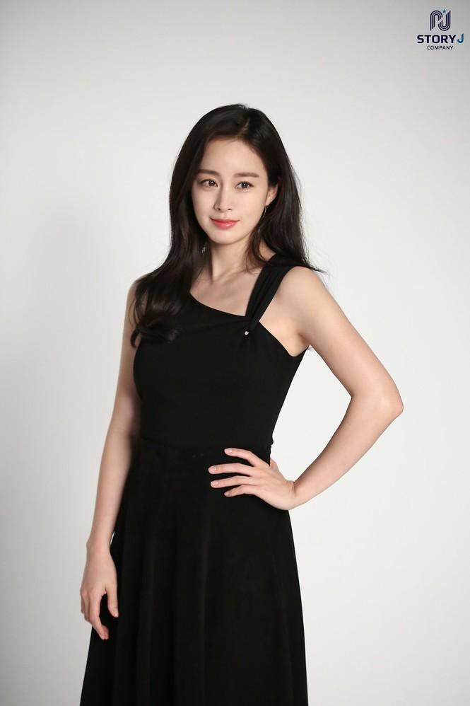 Kim Tae Hee trẻ đẹp như ở tuổi đôi mươi dù sắp tứ tuần - ảnh 12