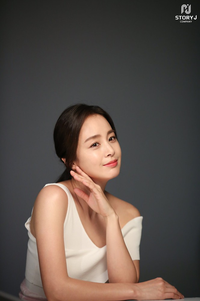 Kim Tae Hee trẻ đẹp như ở tuổi đôi mươi dù sắp tứ tuần - ảnh 8