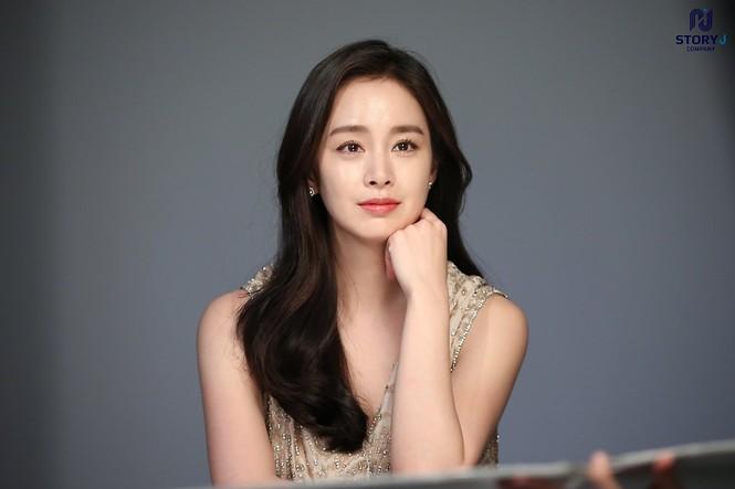 Kim Tae Hee trẻ đẹp như ở tuổi đôi mươi dù sắp tứ tuần - ảnh 15