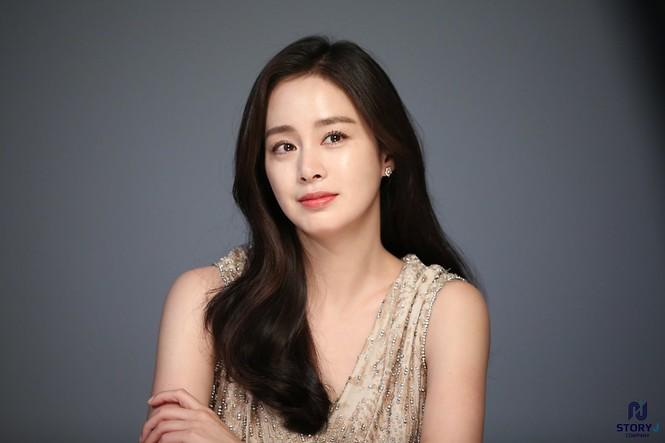 Kim Tae Hee trẻ đẹp như ở tuổi đôi mươi dù sắp tứ tuần - ảnh 16