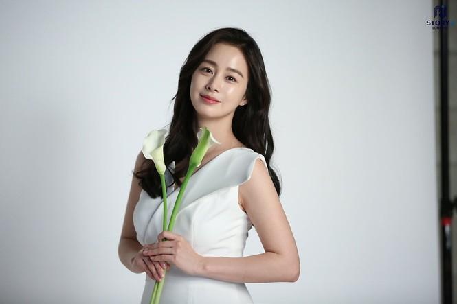 Kim Tae Hee trẻ đẹp như ở tuổi đôi mươi dù sắp tứ tuần - ảnh 10