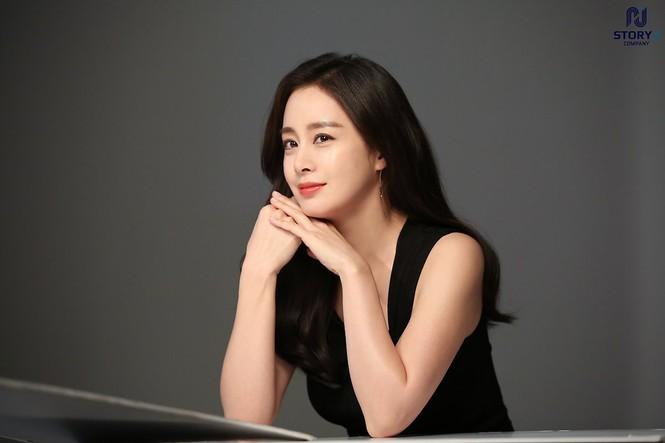 Kim Tae Hee trẻ đẹp như ở tuổi đôi mươi dù sắp tứ tuần - ảnh 5