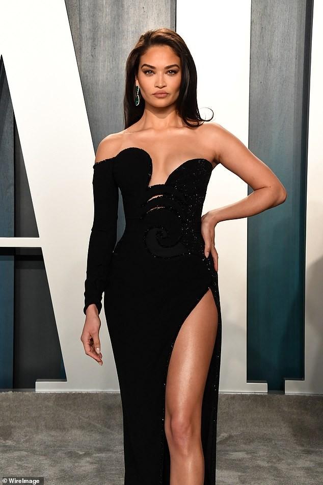Shanina Shaik đẹp tựa nữ thần với đầm xẻ đùi siêu gợi cảm - ảnh 7
