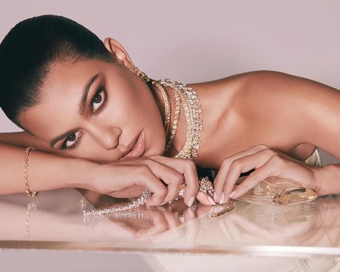 Kourtney Kardashian đăng ảnh gợi cảm nhưng lại bị không ít cư dân mạng