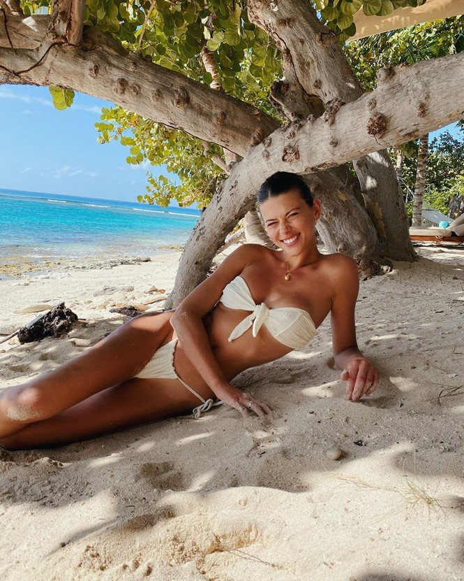 Georgia Fowler diện bikini thả dáng tuyệt mỹ trên biển - ảnh 2