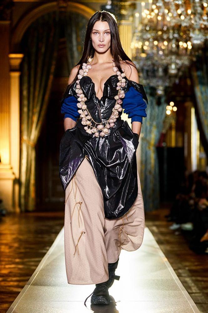 Không nội y, Bella Hadid mặc váy siêu ngắn khoe eo siêu bé - ảnh 8