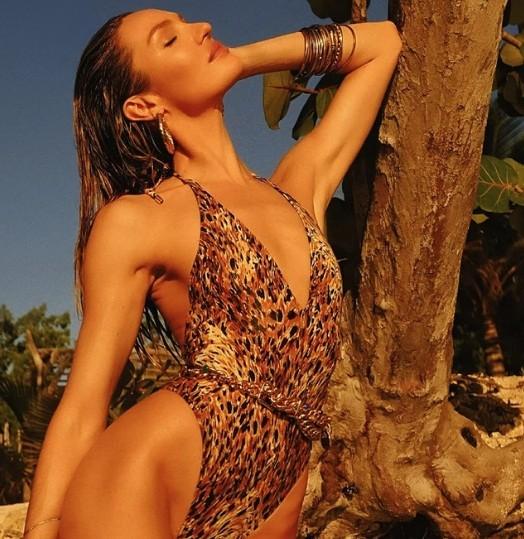 Candice Swanepoel 'đốn tim' quý ông với loạt ảnh bikini rực lửa - ảnh 4