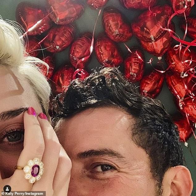 Siêu gợi cảm trong MV mới, Katy Perry mang bầu với 'cướp biển' Orlando Bloom - ảnh 14