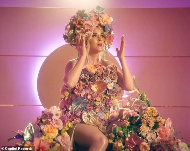 Siêu gợi cảm trong MV mới, Katy Perry mang bầu với 'cướp biển' Orlando Bloom - ảnh 9
