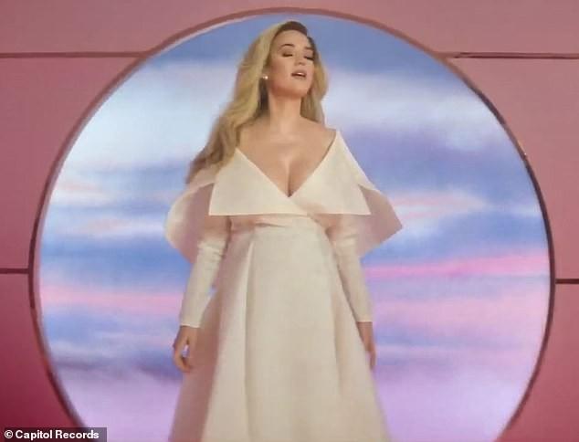 Siêu gợi cảm trong MV mới, Katy Perry mang bầu với 'cướp biển' Orlando Bloom - ảnh 6