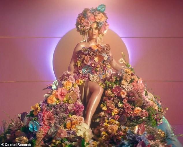 Siêu gợi cảm trong MV mới, Katy Perry mang bầu với 'cướp biển' Orlando Bloom - ảnh 8