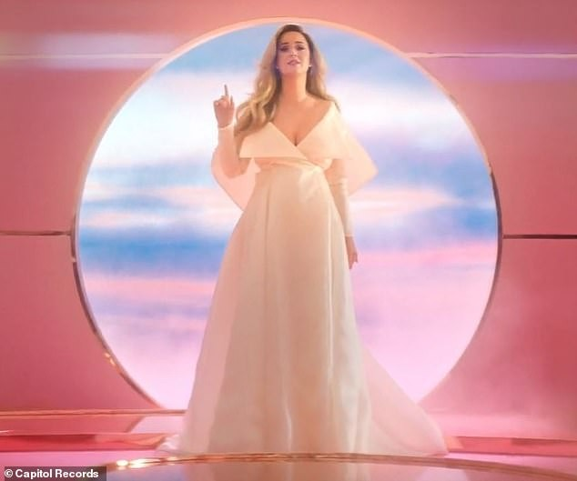 Siêu gợi cảm trong MV mới, Katy Perry mang bầu với 'cướp biển' Orlando Bloom - ảnh 7