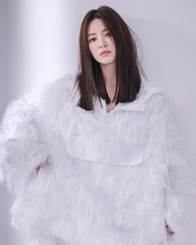 Song Hye Kyo sành điệu cực chất trên Bazaar Thái - ảnh 1