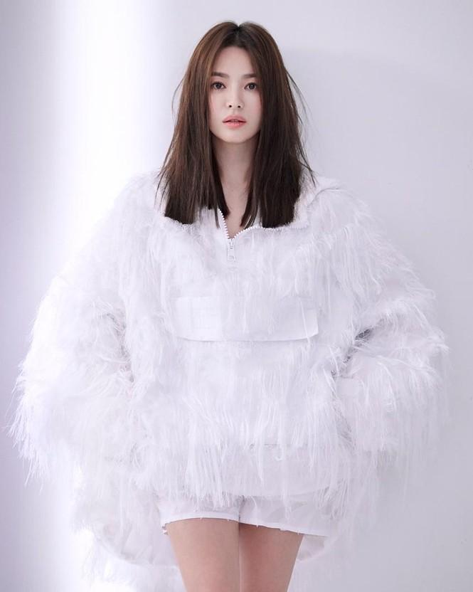 Song Hye Kyo sành điệu cực chất trên Bazaar Thái - ảnh 2