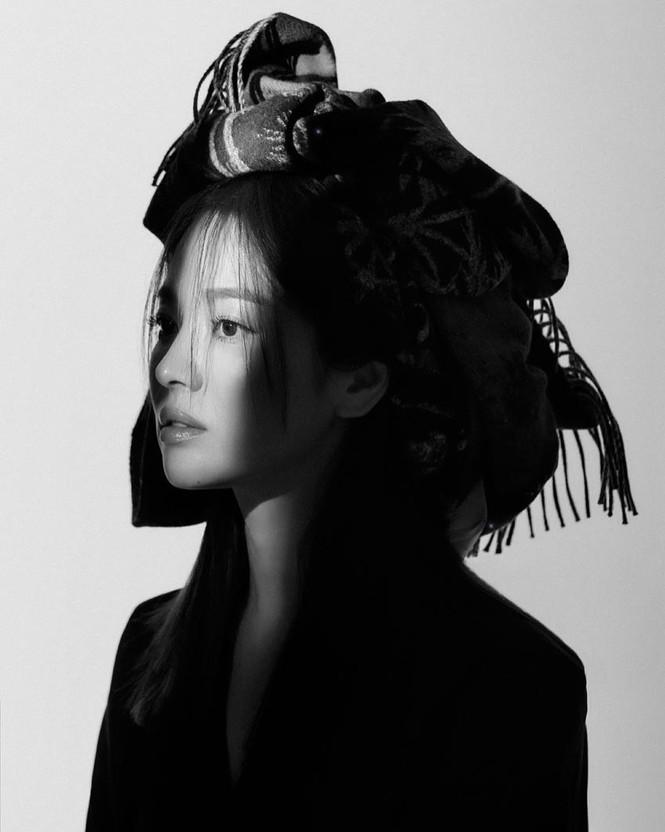 Song Hye Kyo sành điệu cực chất trên Bazaar Thái - ảnh 7