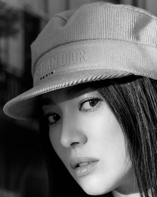 Song Hye Kyo sành điệu cực chất trên Bazaar Thái - ảnh 6