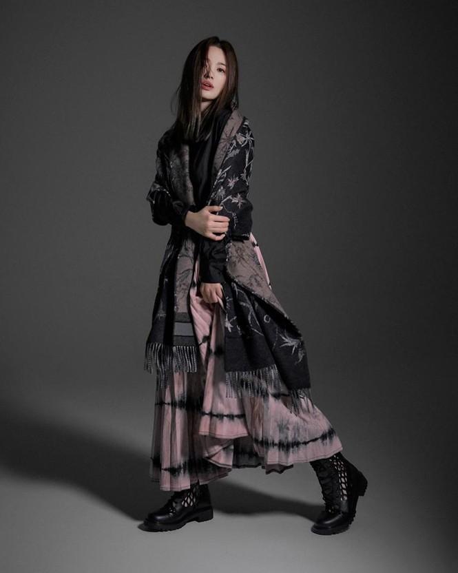 Song Hye Kyo sành điệu cực chất trên Bazaar Thái - ảnh 13