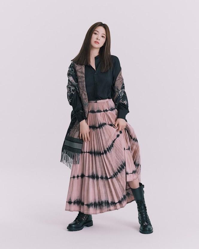 Song Hye Kyo sành điệu cực chất trên Bazaar Thái - ảnh 5