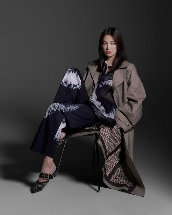 Song Hye Kyo sành điệu cực chất trên Bazaar Thái - ảnh 14